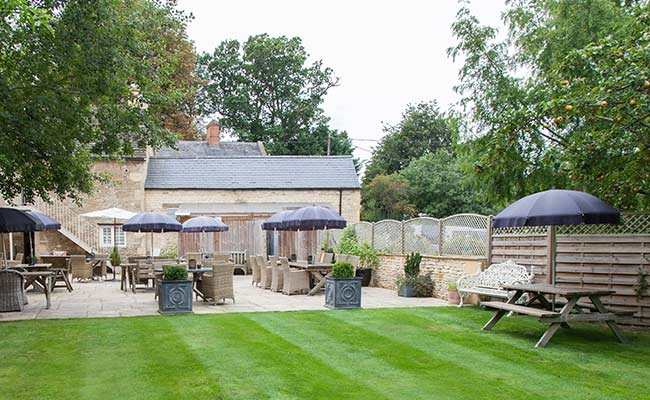 Pub garden in Oxfordshire Cotswolds - The Wychwood Inn