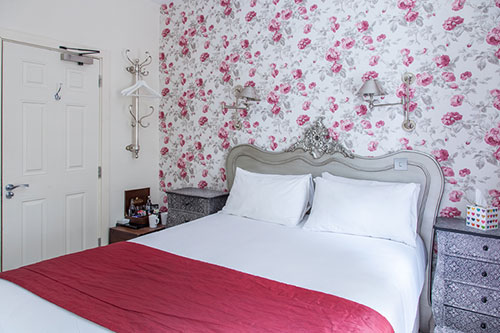 Accommodation Cotswolds Room 4 rose decorated bedroom