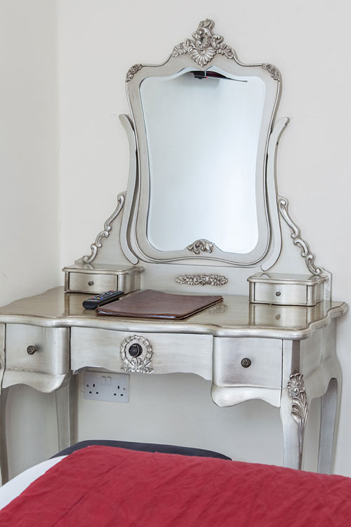 Accommodation Cotswolds Room 4 vanity table